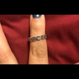 Jewelry - NEW Flower band ring